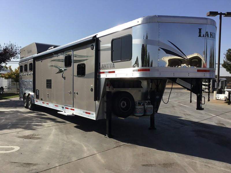 New 2019 Lakota Charger C8315 3 Horse Living Quarters Trailer