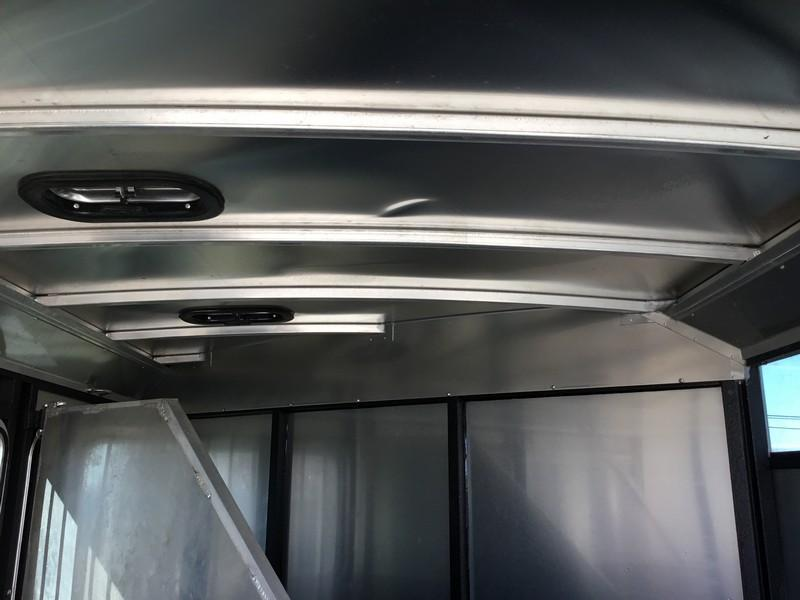 USED 2017 Logan Coach 3H Crossfire GN Horse Trailer