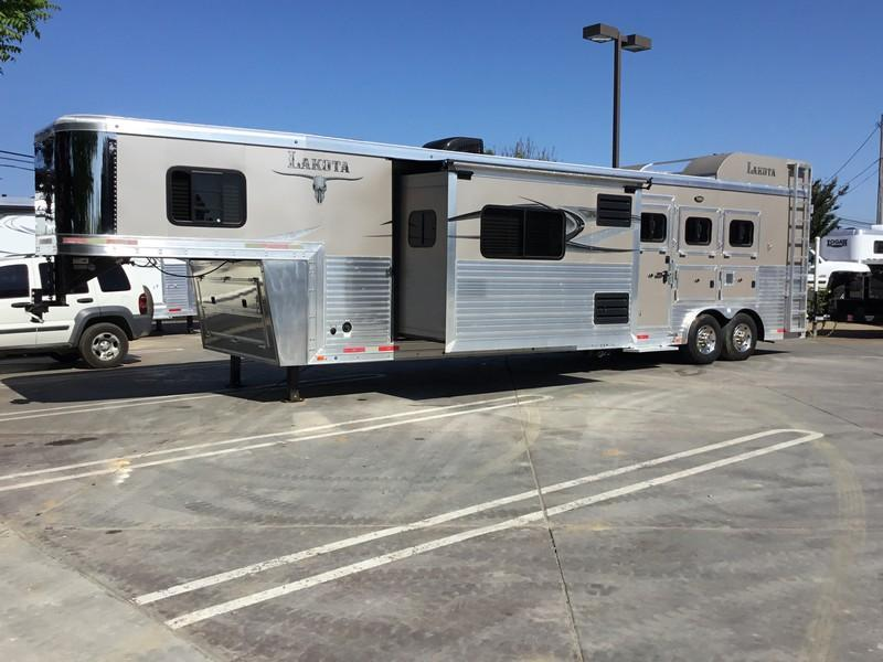USED 2015 Lakota 3 horse 14ft shortwall Bighorn BH8314 Horse Trailer