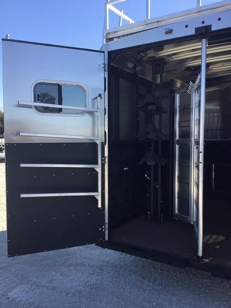 NEW 2019 Logan Coach Limited 812 3 Horse Trailer