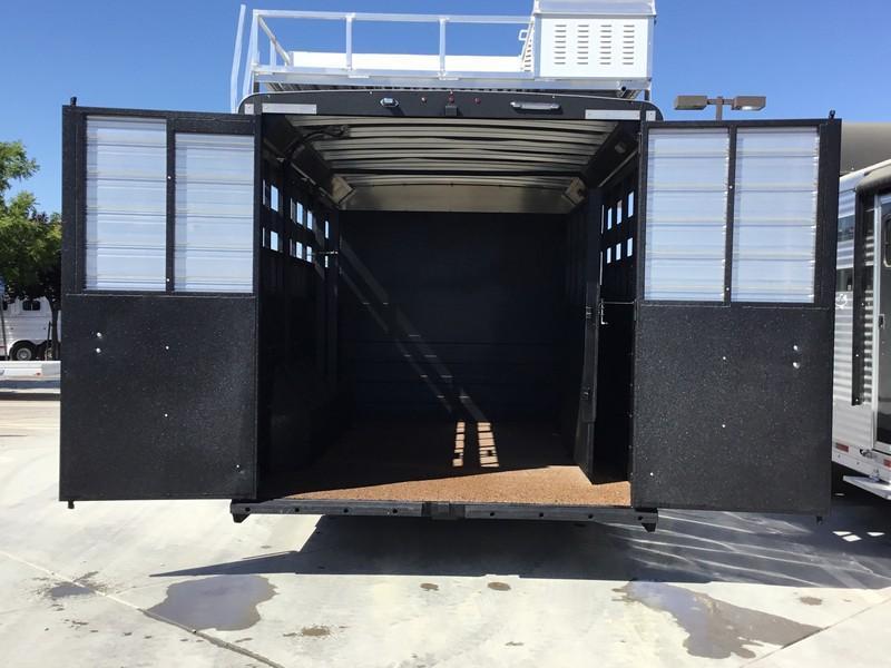 NEW 2019 Logan Coach 14 ft Limited 12ft LQ GN Horse Trailer