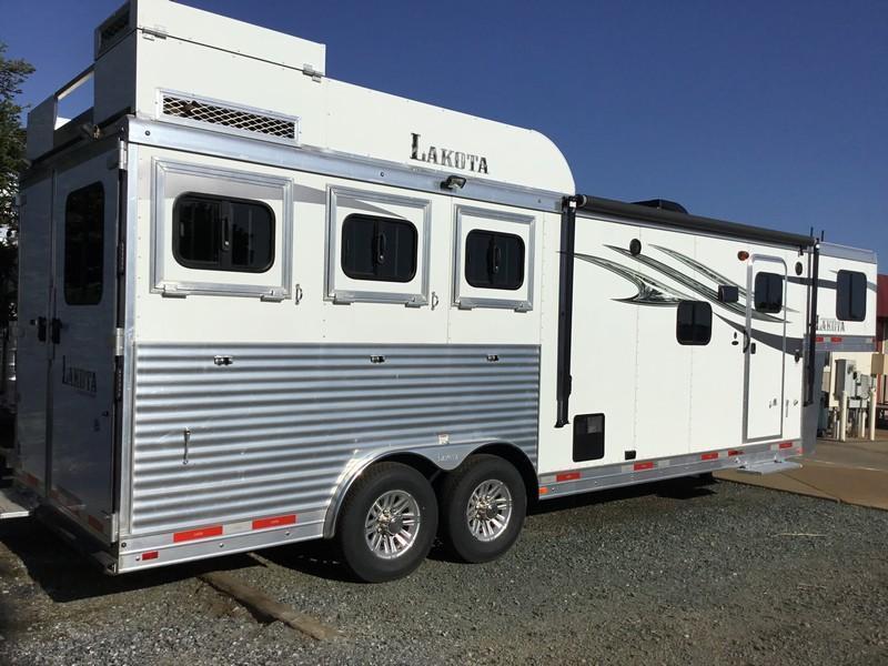 New 2018 Lakota Charger 839 Living Quarters Horse Trailer Vin00392
