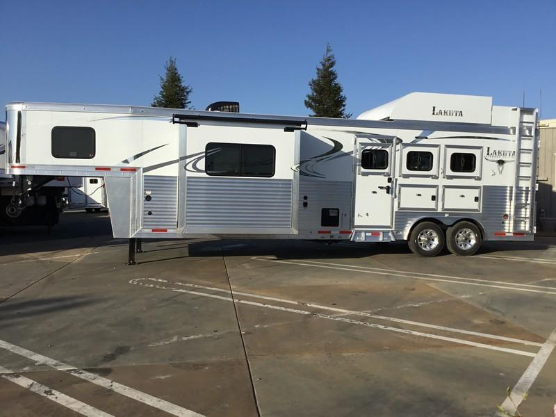 New 2018 Lakota Trailers BH8313RK 3H Living Quarters Horse Trailer