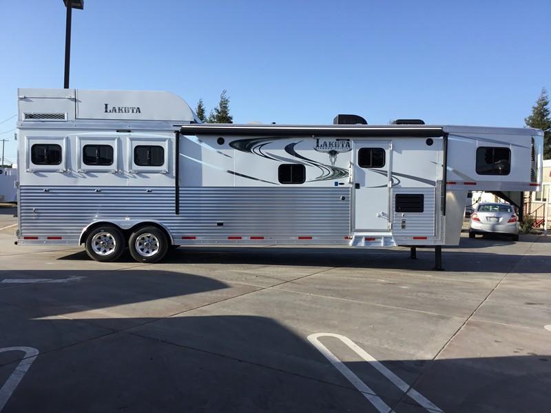New 2018 Lakota Trailers BH8313RK 3H Living Quarters Horse Trailer
