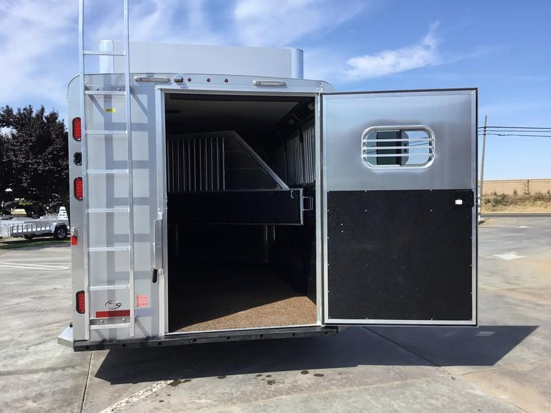 NEW 2019 Logan Coach 4H Riot Horse Trailer with trainers tack