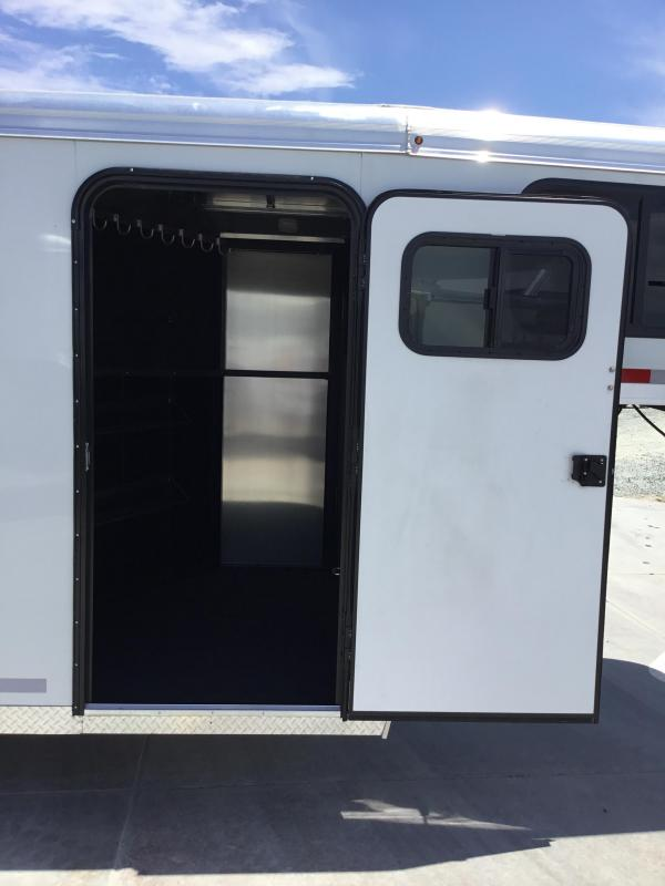 New 2019 Logan Coach Crossfire 3H GN Horse Trailer