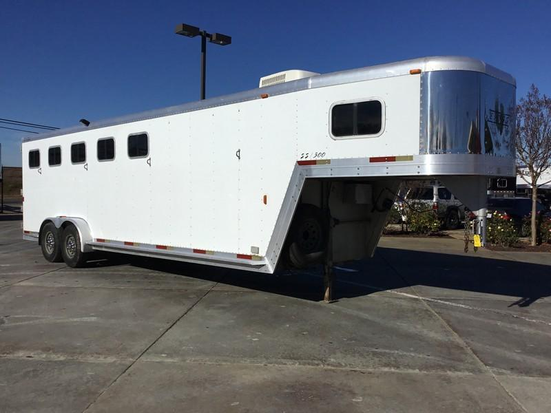 USED 2002 Exiss 5H GN Horse Trailer