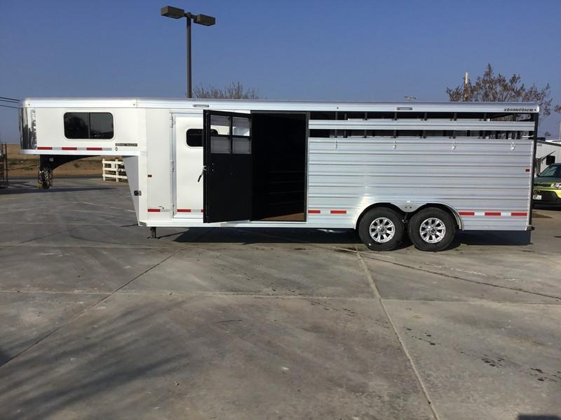 NEW 2019 Logan Coach Dual mandoor 22ft stock combo Livestock Trailer