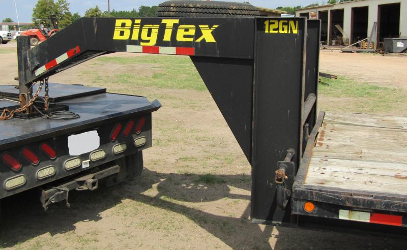 2007 Big Tex Trailers GN-TD20DO Flatbed Trailer
