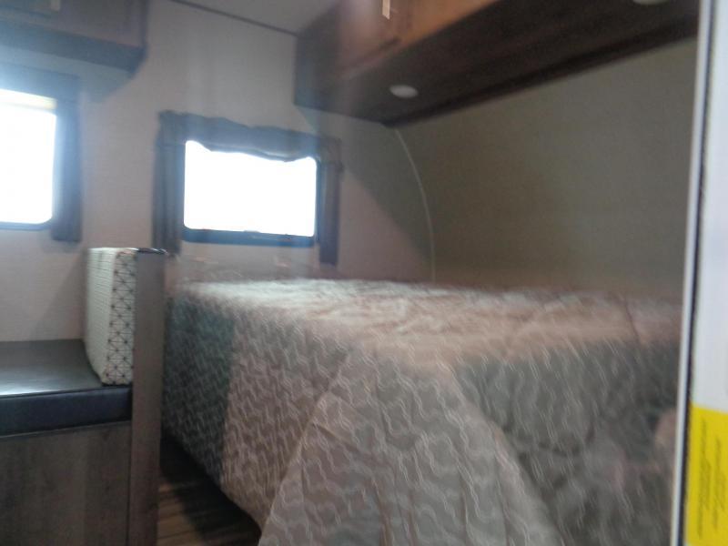 2019 SHASTA SST18BH TRAVEL TRAILER/BUNKHOUSE Camping / RV Trailer