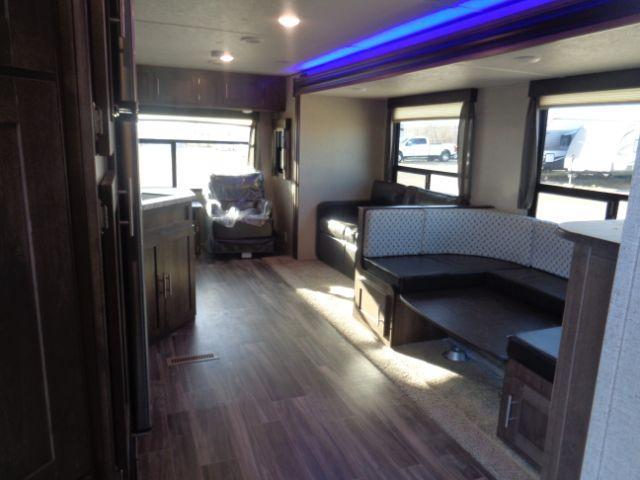 2019 Shasta SST27RL TRAVEL TRAILER Camping / RV Trailer