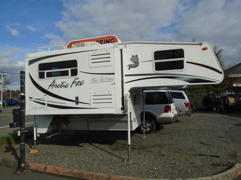 2008 Artic Fox 811 Truck Bed Camper