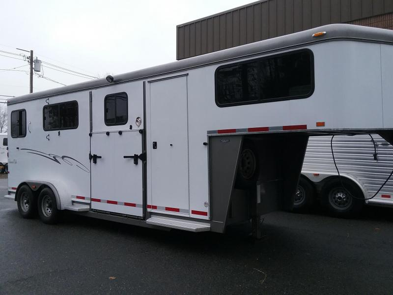 2012 Hawk Trailers 2h GN Balanced Ride Horse Trailer