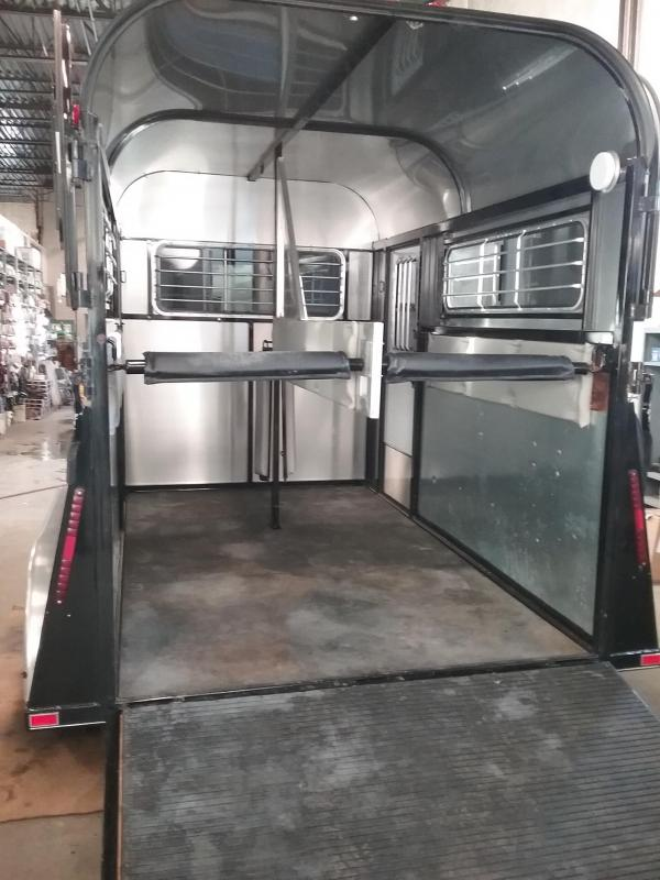 2013 Kingston Trailers Inc. Classic deluxe d/room Horse Trailer