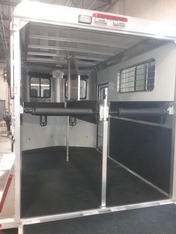 2019 Kingston Trailers Inc. Classic Elite Warmblood Horse Trailer
