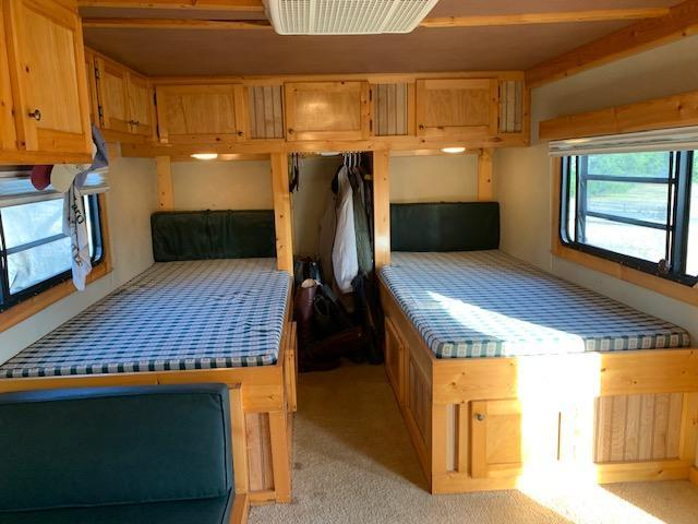 1993 Arndt GN/5th wheel Living Qtrs Horse Trailer