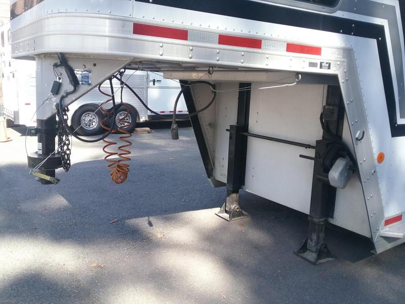 2002 Featherlite 4h Head-Head Horse Trailer