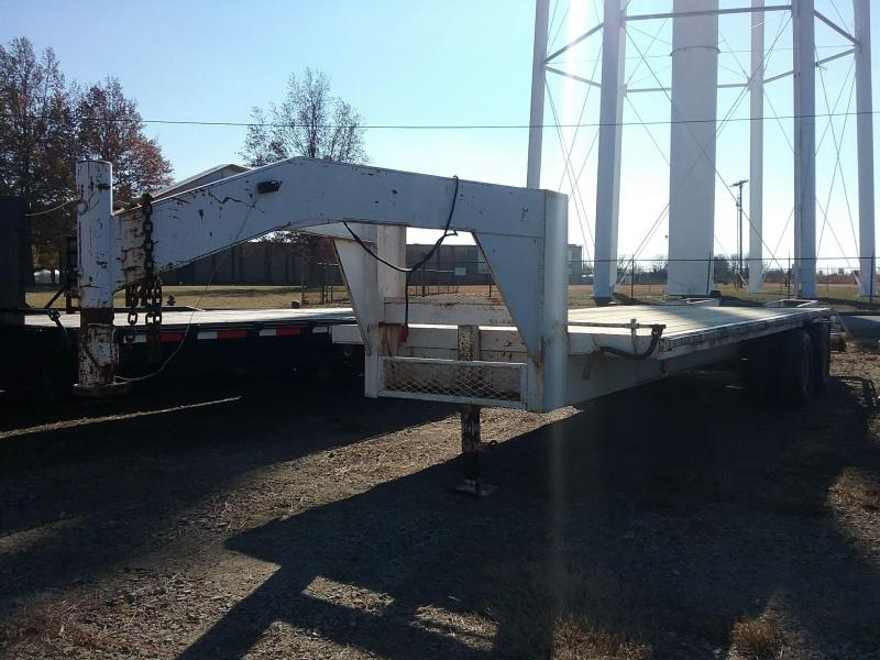 2000 Used Gooseneck Flatbed Trailer