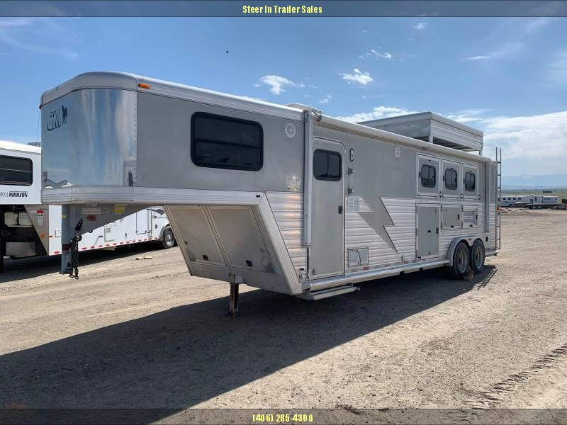 2002 CM 3H Living Quarters Horse Trailer in Ashburn, VA