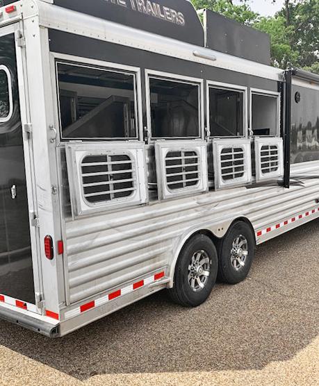 2018 Elite Trailers 4 Horse Horse Trailer