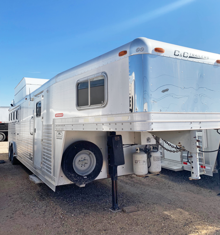 2004 C and C 4 Horse Living Quarters Trailer