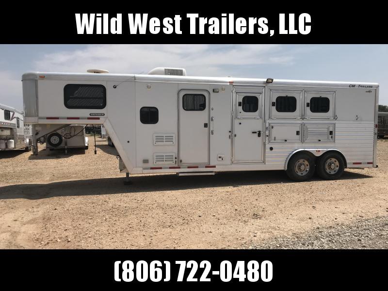 2004 CM 3 Horse Trailer