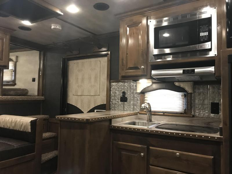 """2018 4-Star Trailers 4H - 15'6"""" SW Horse Trailer"""