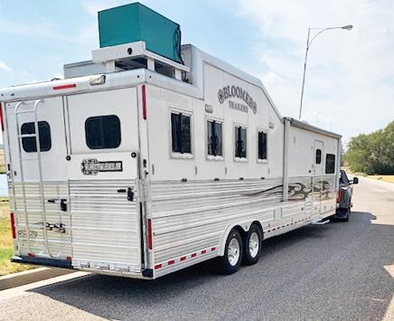 2011 Bloomer 4 Horse Living Quarters Trailer
