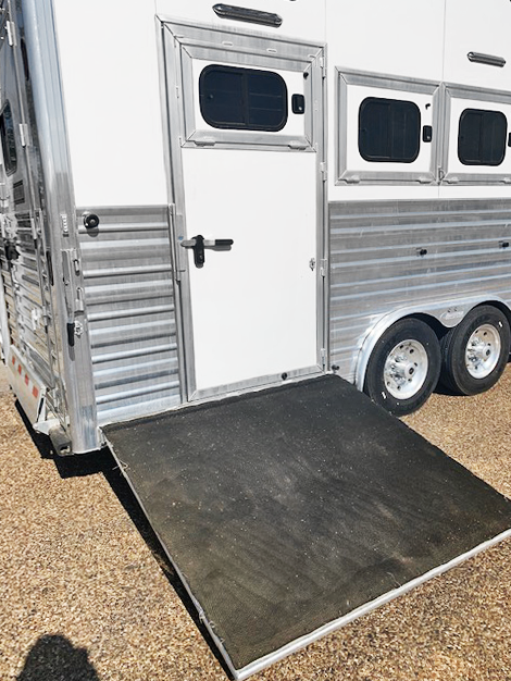 2016 Cimarron 4 Horse Living Quarters Trailer