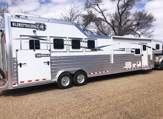 2019 4-Star Trailers 4 Horse Living Quarters