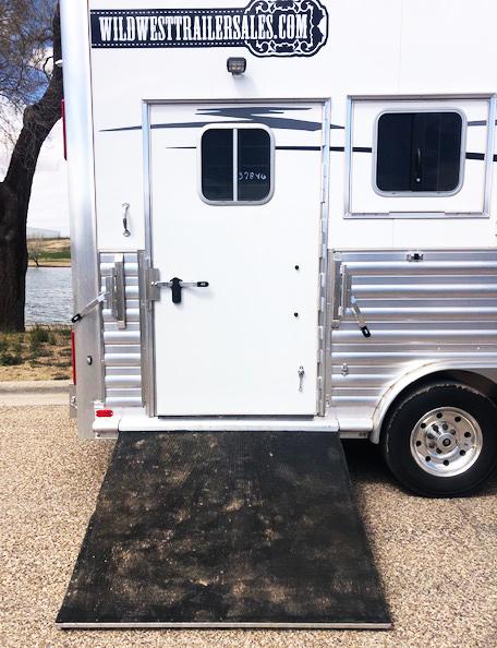 2019 4-Star Trailers 4 Horse Living Quarters