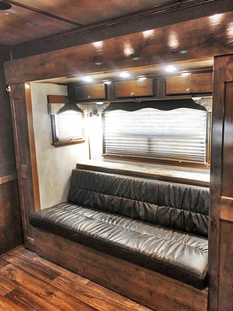 2019 4-Star 5 Horse Living Quarters Trailer