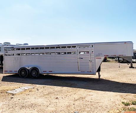 2005 Cimarron 24 ft Livestock Trailer