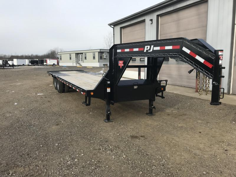 2018 PJ TrailersLow-Pro with Hydraulic Dove (