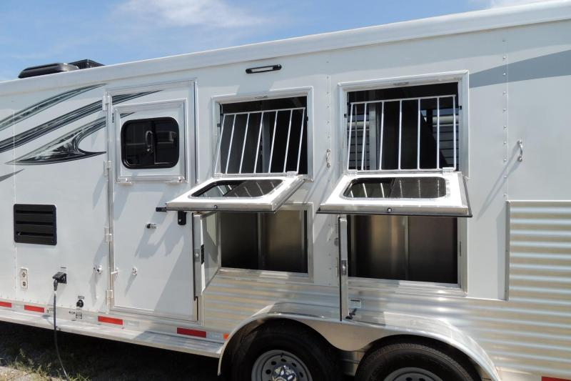 2018 Lakota Charger 309 w/ Mangers -- Like NEW Horse Trailer
