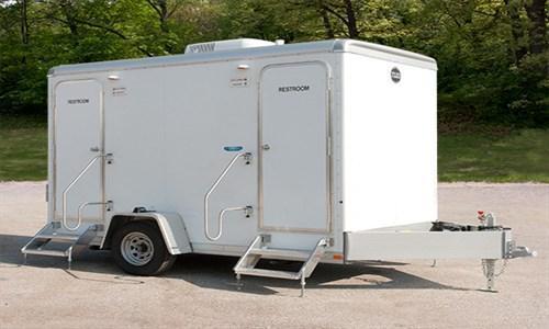104A LuxuryLav Narrow Body Compact 4-Stall Restroom Trailer