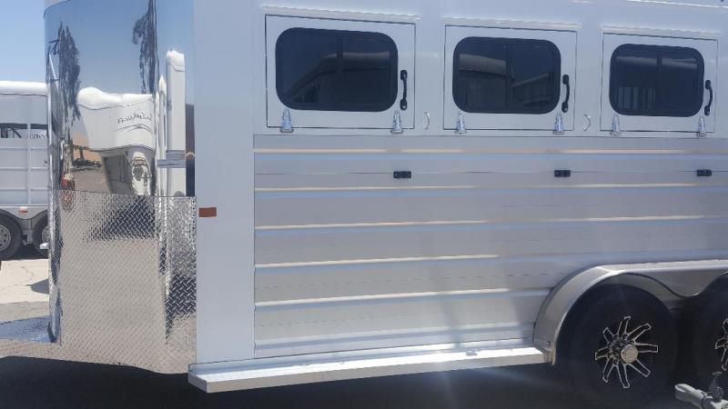 2019 Trails West  SIERRA II Horse Trailer Warmblood