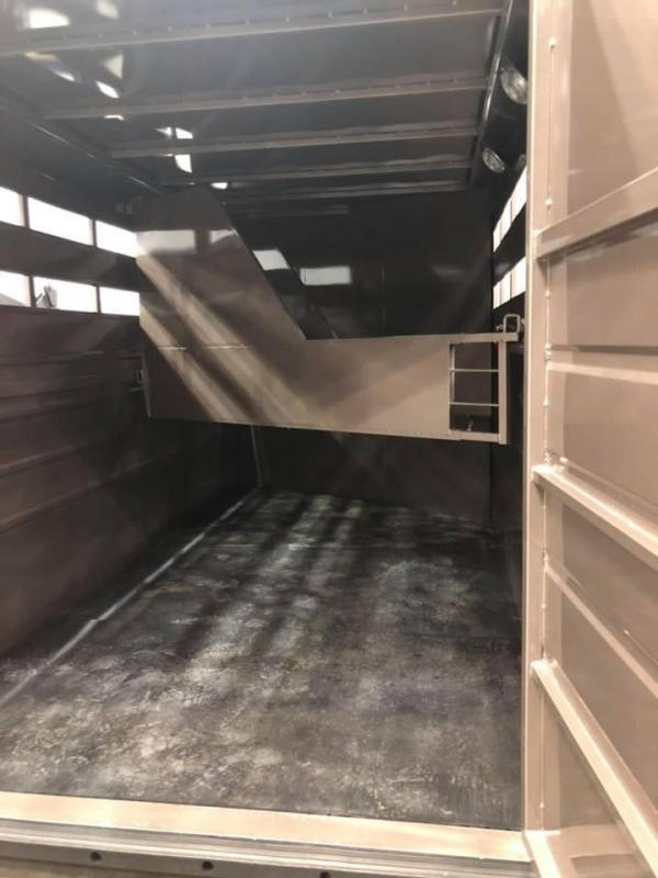 2018 Travalong 3 Horse Gooseneck Horse Trailer ** Financing Available