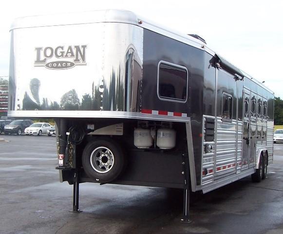 2016 Logan Coach Razor 811 Horse Trailer
