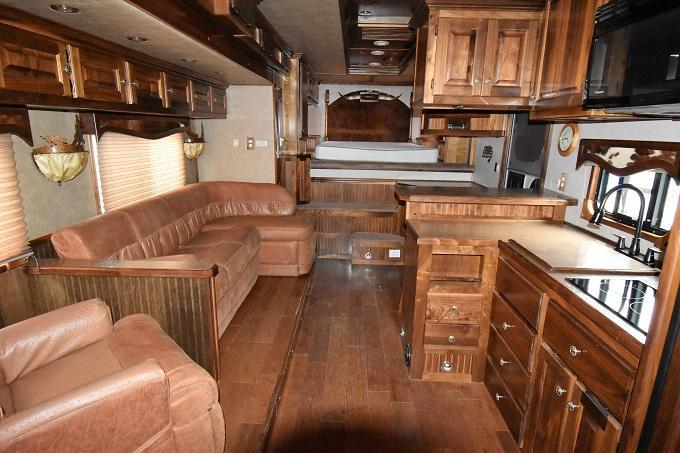 2009 Adam Excursion 8419 w/Slideout Horse Trailer