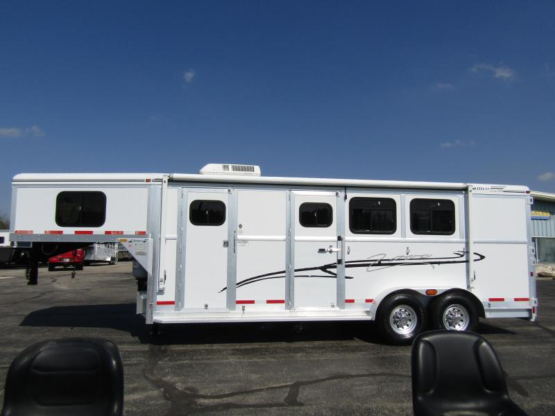 2001 Jamco Trailers Weekend package full LQ Horse Trailer