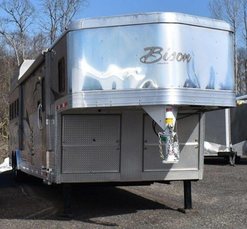 2010 Bison 8416 Stratus Superslide Horse Trailer