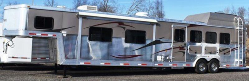 2010 Bison 8416 Stratus Superslide Horse Trailer
