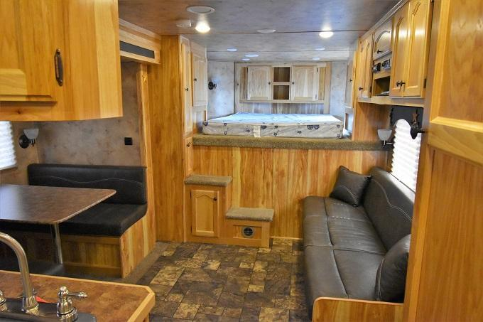2016 Lakota Charger 8315 Horse Trailer
