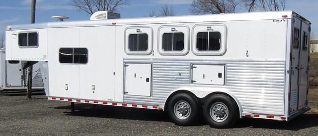 2002 Sooner LQ w/generator Horse Trailer