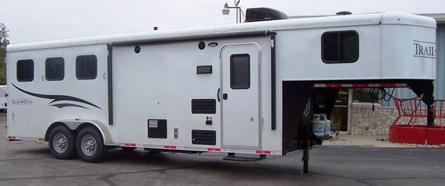 2016 Bison Trailers 380 Trail Hand Horse Trailer