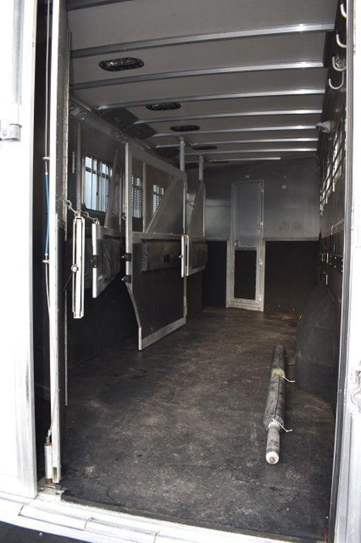 2003 EBY 5-Horse w/14 LQ Horse Trailer
