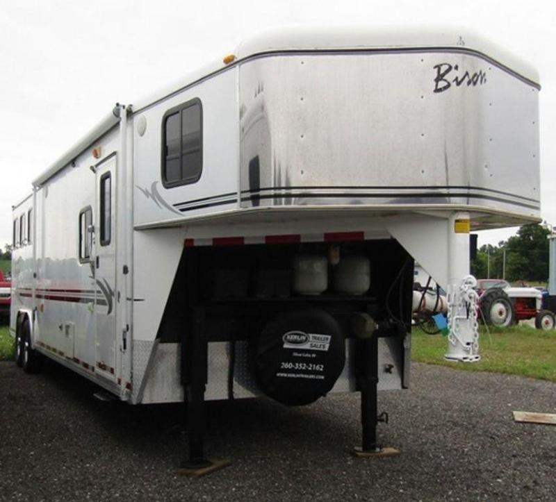 2004 Bison 8310 Alumasport Horse Trailer