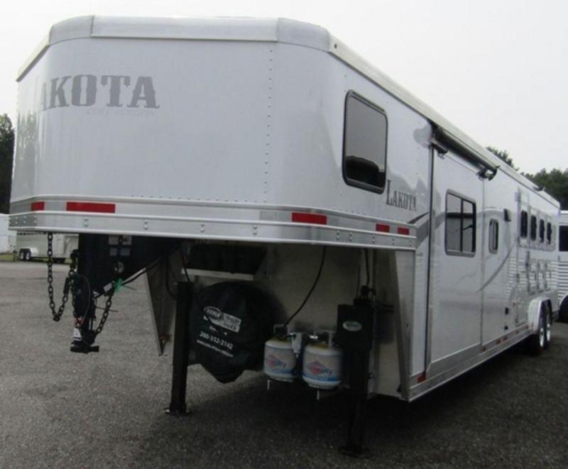 2019 Lakota 8415 Colt Horse Trailer