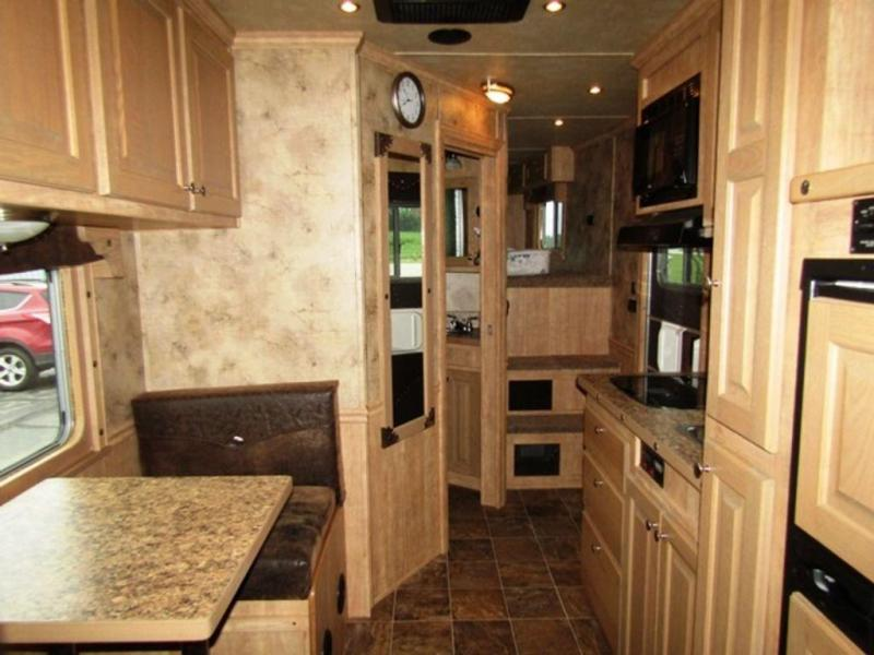 2015 Featherlite 8416 Horse trailer w/ Bunkbeds Sierra Conversion